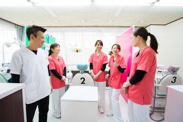 天野歯科医院はドクター・歯科衛生士・歯科助手がチーム一丸となって治療にあたっています