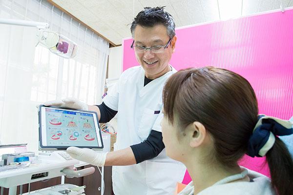 天野歯科医院ではiPadを用いて治療内容や全体像の説明を行っています
