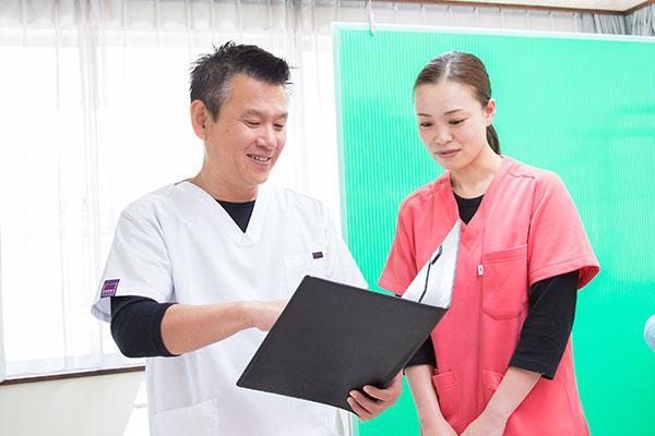 天野歯科医院では、診療方針として患者さんへの説明を大切にしています。